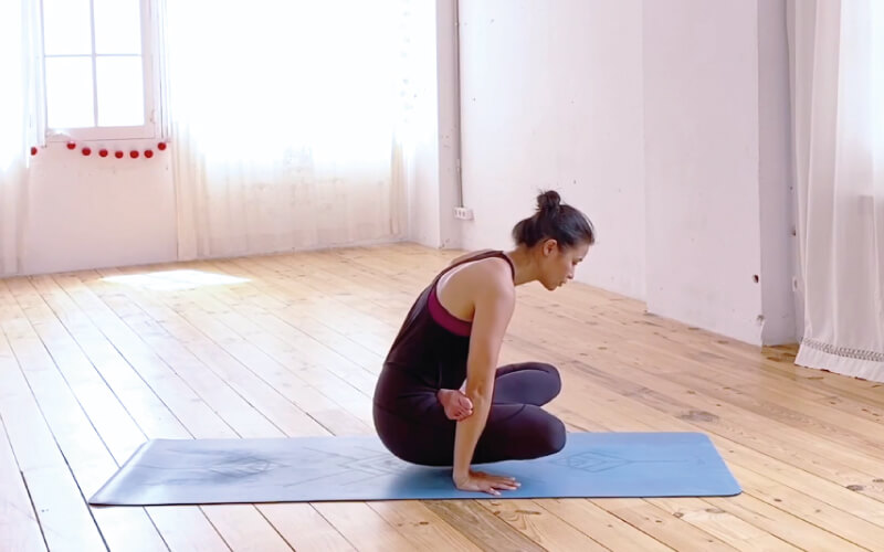 tolasana yoga