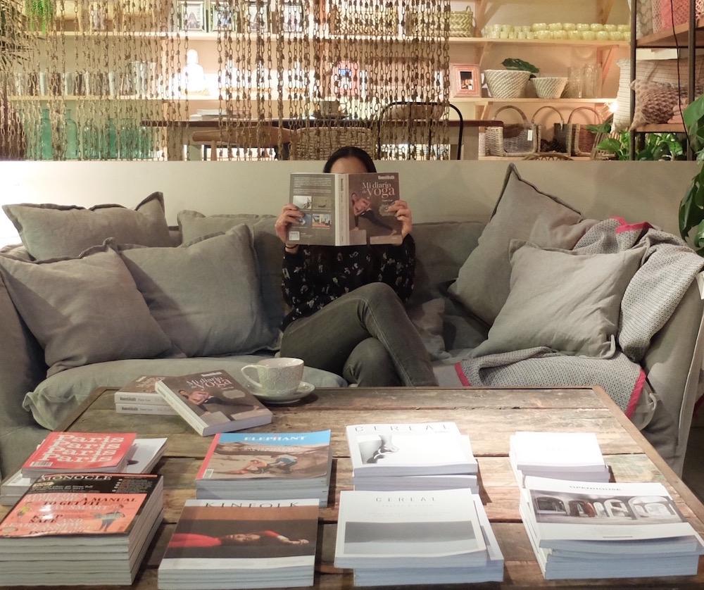 sant jordi firma de libros en tienda natura casa barcelona