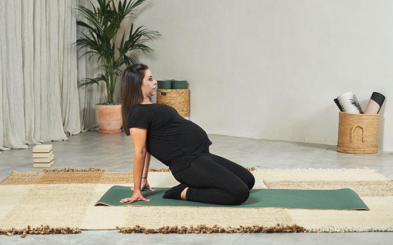 postura del camello yoga