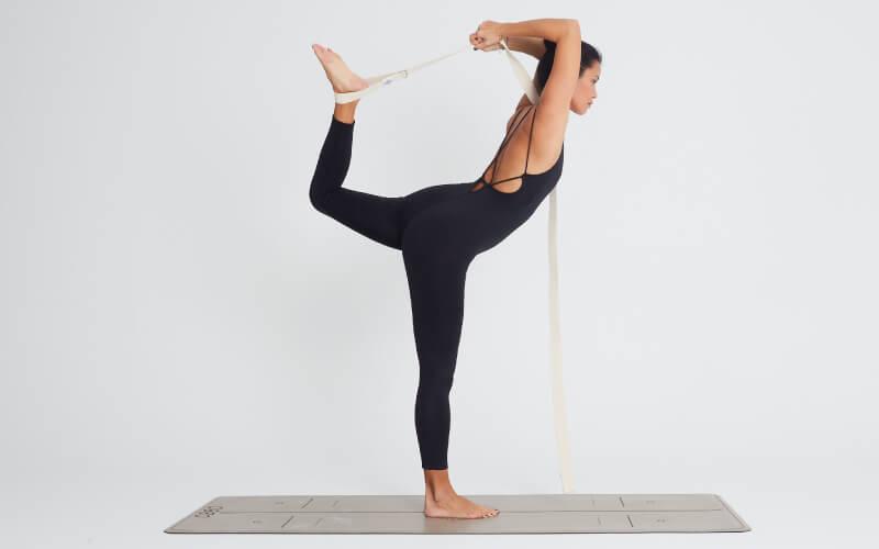 postura de la bailarina yoga