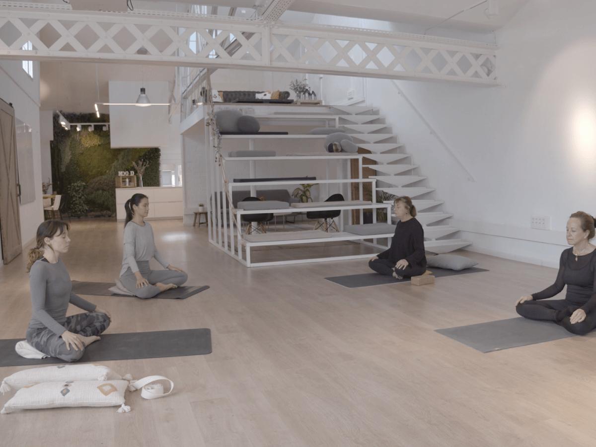Hatha Yoga relajante personas mayores