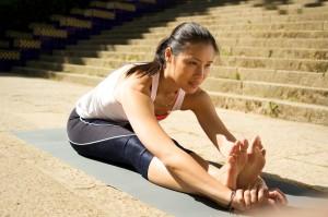 posturas de yoga en el suelo
