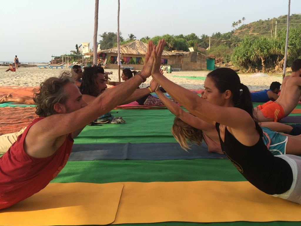 yoga-en-pareja-cobra