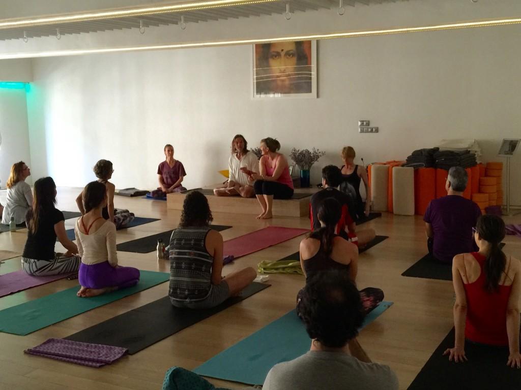 Mi formación con John Scott yoga