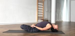 matsyasana postura del pez  xuan lan yoga